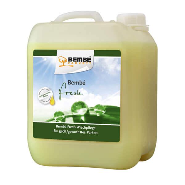 Grüner Kanister mit 5 Litern Pflegemittel zum wischen