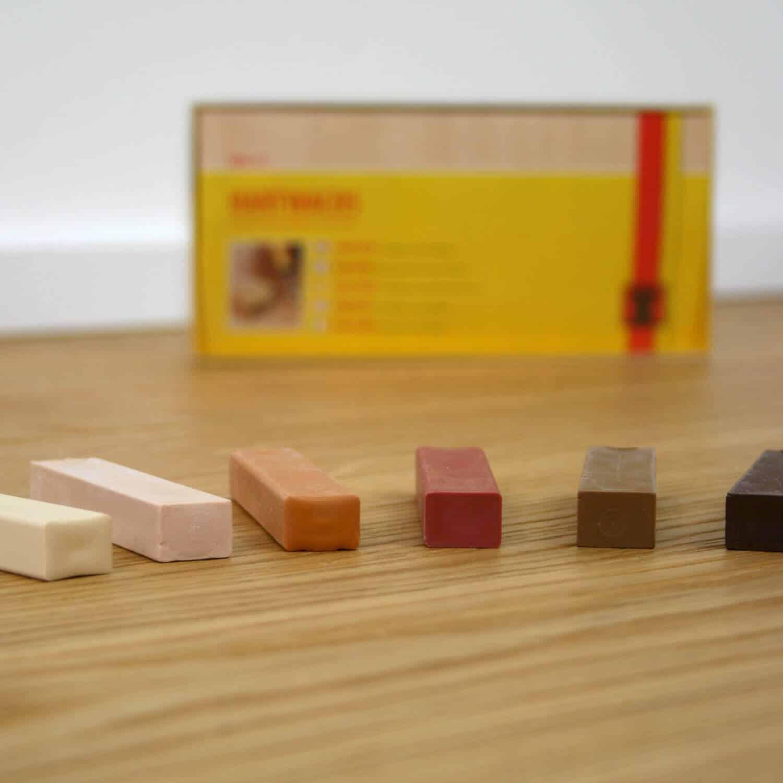 Hartwachs Stifte in vielen verschiedenen Holzfarben